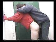 Donna bianca fa sesso con un collega nero