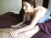 Fidanzata fa il sesso orale e beve lo sperma