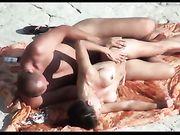 Sesso in spiaggia con moglie nudista