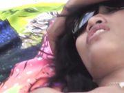 Sesso e pompino in una spiaggia pubblica con una donna asiatica sexy